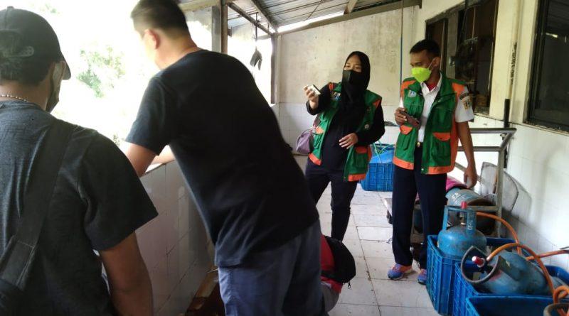 Sudin LH Jakut Dan Masyarakat Saksikan Penutupan Pembuangan Limbah UD.Athien Ke Sodetan Kali Angke