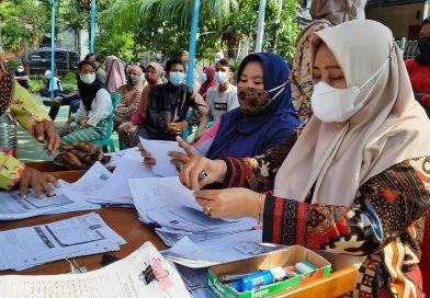 Kader Dasawisma Jakut Dorong Warga Ikut Vaksinasi COVID-19